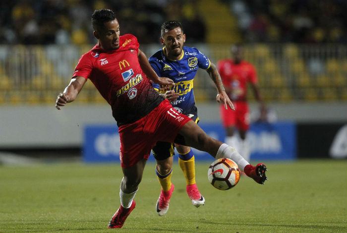 Caracas dio un paso firme ante Everton en Chile