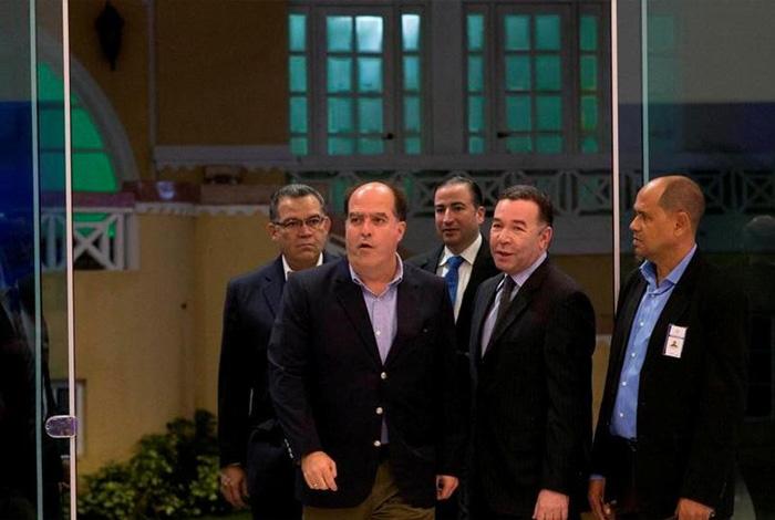 Maduro llama a firmar acuerdo de convivencia