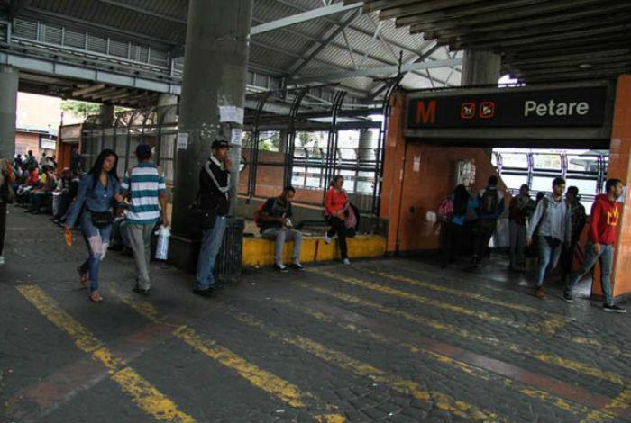 Lanzaron bomba lacrimógena en estación del metro Petare