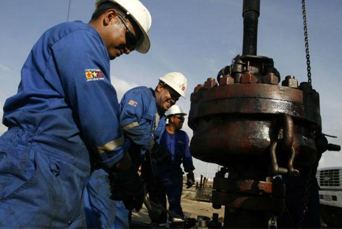 Trump exige a la OPEP que baje precios del petróleo