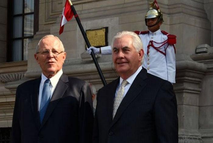 Santos y Tillerson urgen a democratizar Venezuela