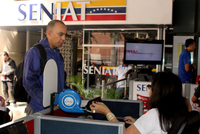 Los venezolanos que emigraron tienen que pagar el ISLR — Seniat