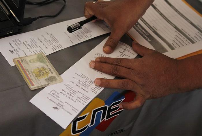 Venezuela comienza auditorías de electores en máquinas de votación