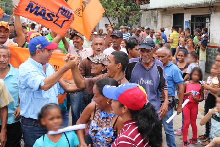 Candidatos opositores a Maduro sopesan unirse en su contra — Elecciones en Venezuela