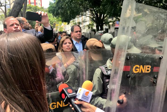 GNB agredió a trabajadores de la prensa y diputados del Parlamento venezolano