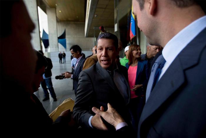 Henri Falcón impugnó resultados de elecciones ante el TSJ | En la Agenda