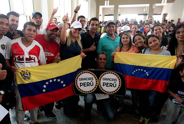 Perú otorgará permiso temporal de trabajo a venezolanos