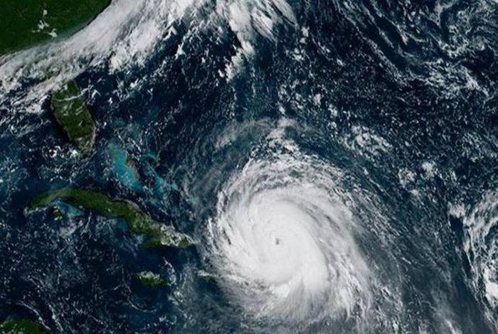 Huracán Héctor atraviesa el océano Pacífico hacia el oeste #05Ago