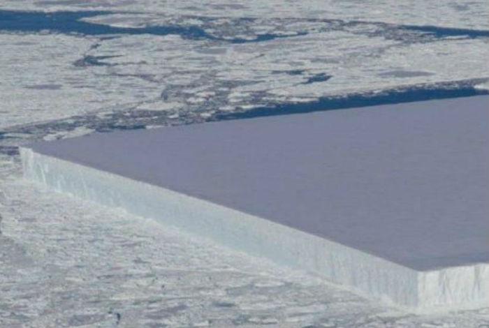 Mundo: La NASA encontró un enorme iceberg rectangular
