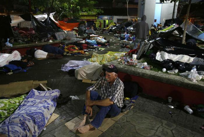 Un nuevo grupo de migrantes hondureños atraviesa Guatemala rumbo a los EEUU