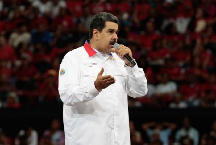 Maduro a iv n duque metiche fuera de aqu go home for Fuera de aqui en ingles