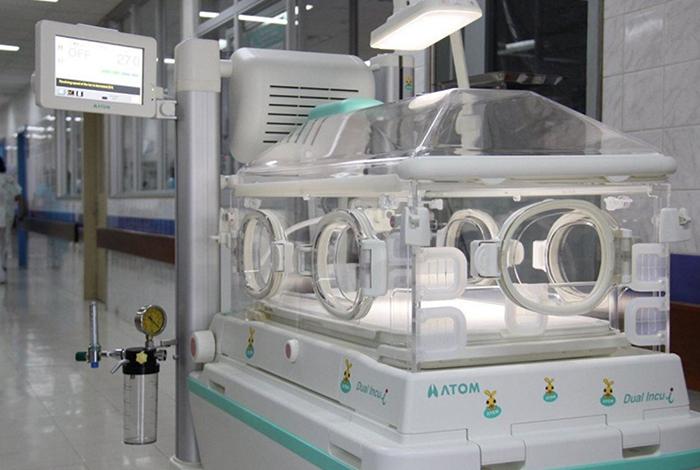 Bebé muere por quemaduras de incubadora artesanal en Bolivia