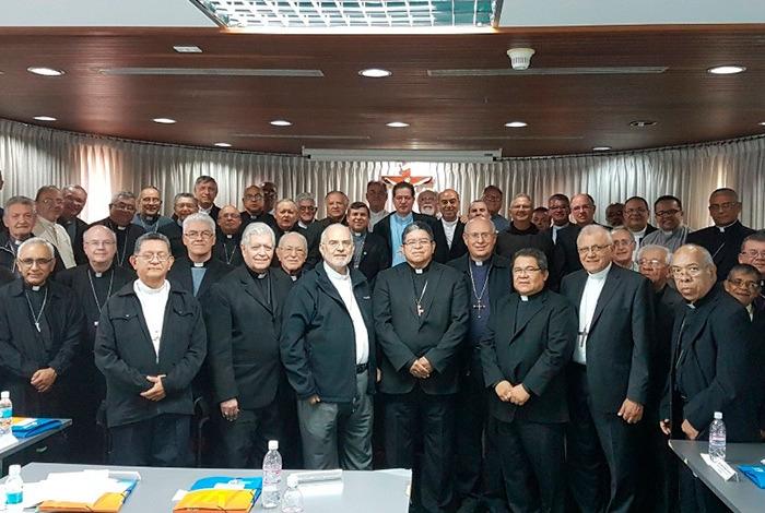 La Iglesia venezolana se distancia de Bergoglio, amigo del dictador Maduro