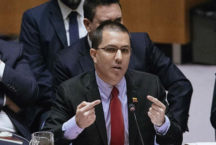Maduro expulsa a europarlamentarios que iban a visitar a Guaidó