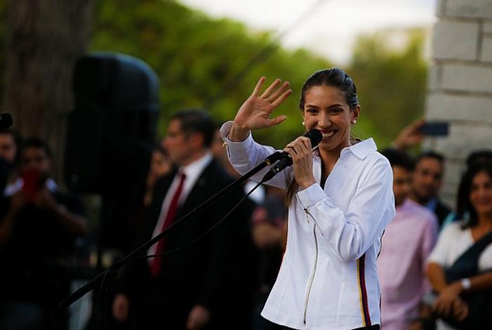Canciller recibe a esposa de Guaidó
