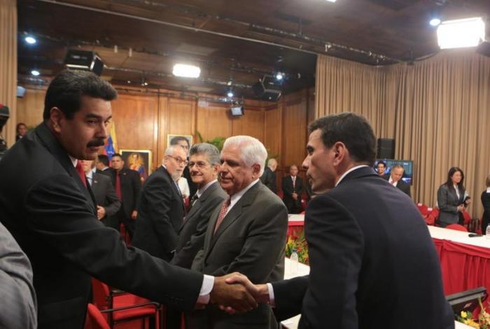 """El 83.1% de los venezolanos califican como """"traidores"""" y """"cómplices"""" quienes inicien un dialogo con Maduro #15Abri"""