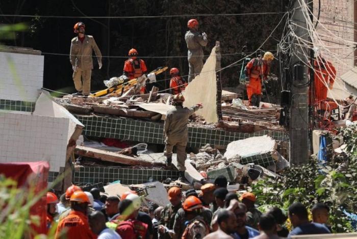 Aumentó a 9 el registro de muertos por derrumbe de edificios en Brasil #15Abr