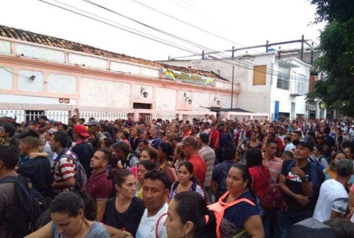 Masiva llegada de venezolanos a Cúcuta por descuentos del 'Black Friday'