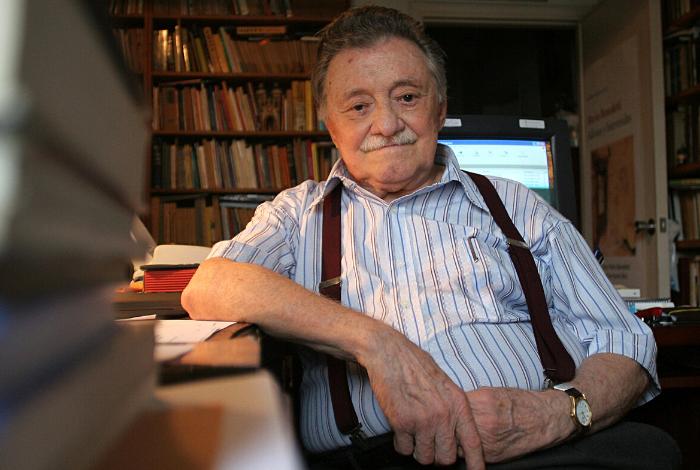 ▷ Cumpliría 101 años el poeta del amor y la rebeldía, Mario Benedetti #14Sep